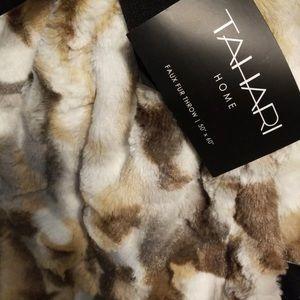 Tahari Home Faux Fur 50x60 Blanket